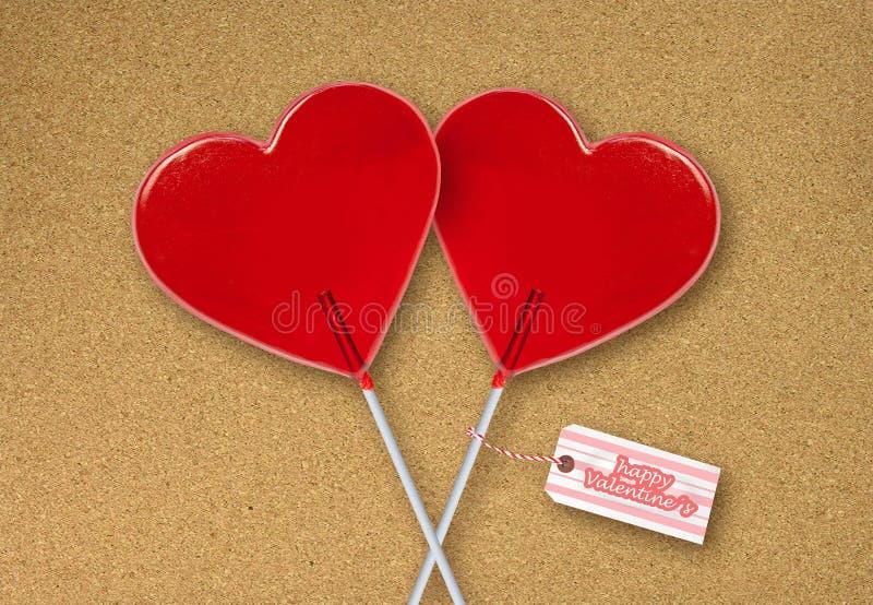 壁纸情人节与红心在黄柏板盘区庆祝一起隔绝的形状棒棒糖夫妇的贺卡  免版税图库摄影