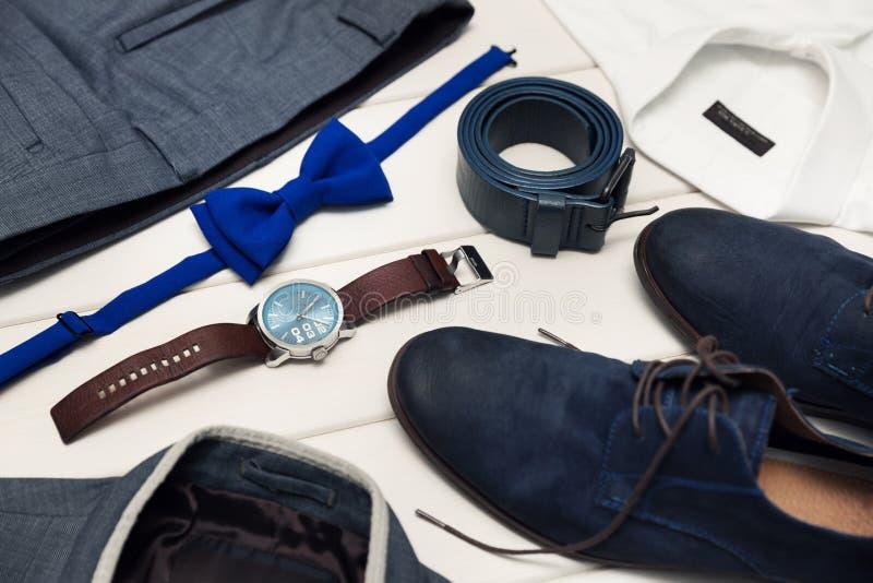 绅士成套工具-人` s时尚衣裳和辅助部件 库存照片