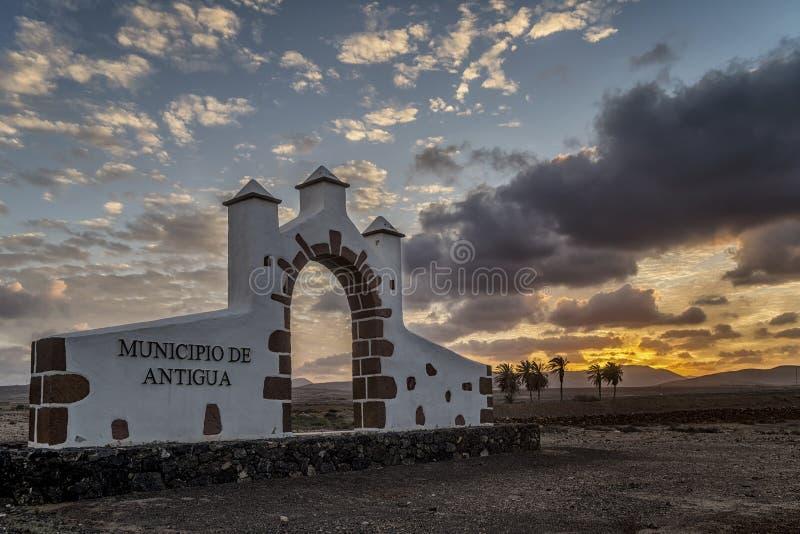 壮丽落日在安提瓜岛,费埃特文图拉岛,加那利群岛,西班牙,欧洲 免版税库存图片