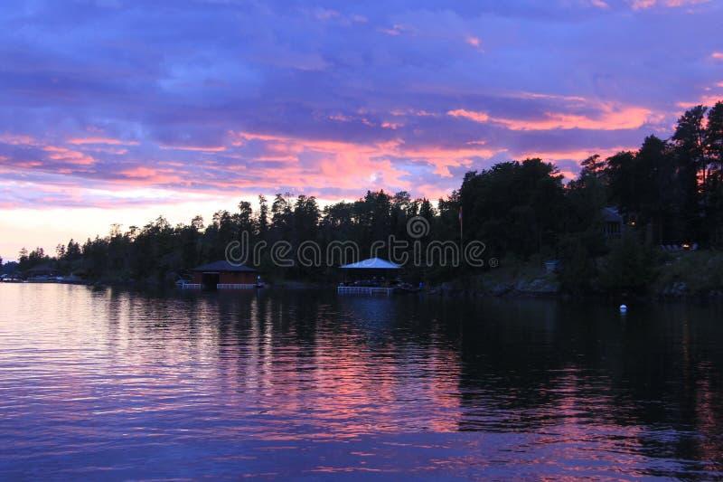 壮丽落日,伍兹湖, Kenora,安大略 免版税库存照片