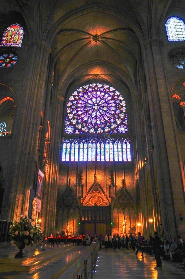 壮观的圆花窗巴黎圣母院在2014年5月 免版税库存照片