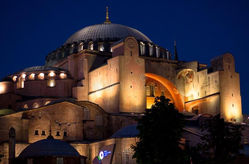 壮观的圣索非亚大教堂在夜,伊斯坦布尔,土耳其之前 免版税库存照片