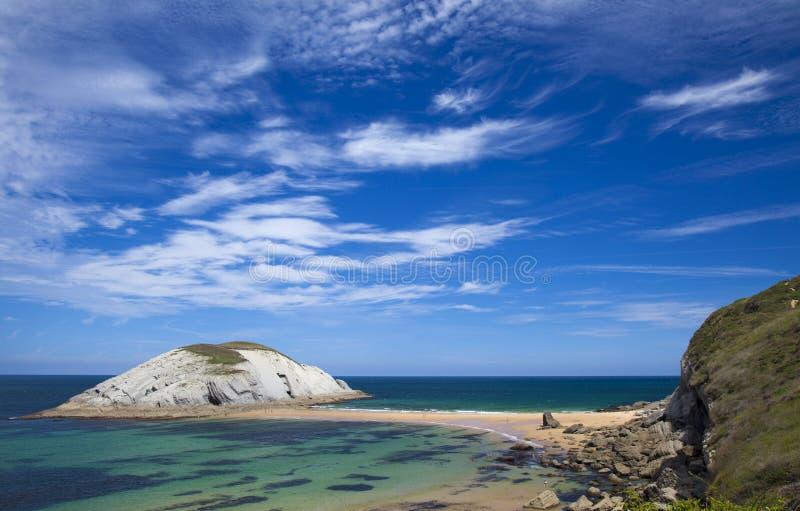 壮观的海滩Playa de los Covachos,坎塔布里亚 库存照片