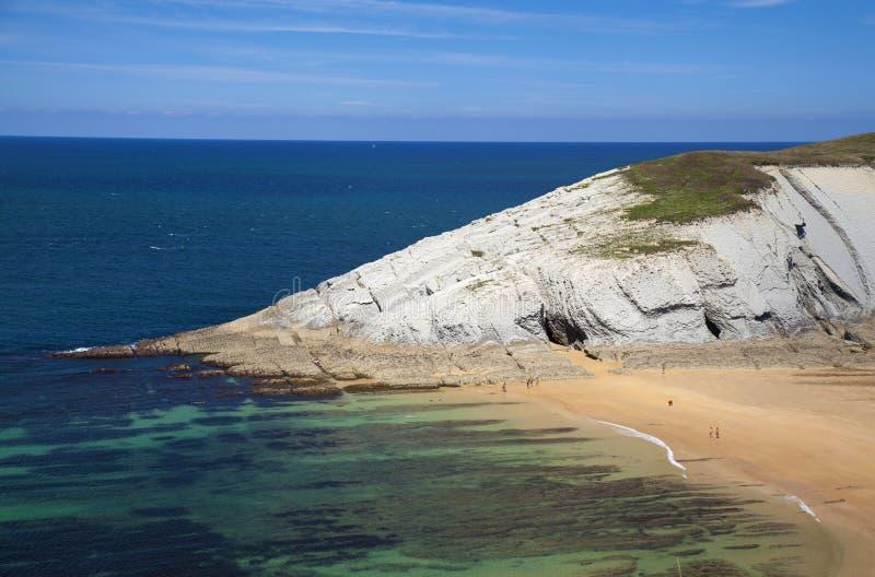 壮观的海滩Playa de los Covachos,坎塔布里亚 库存图片