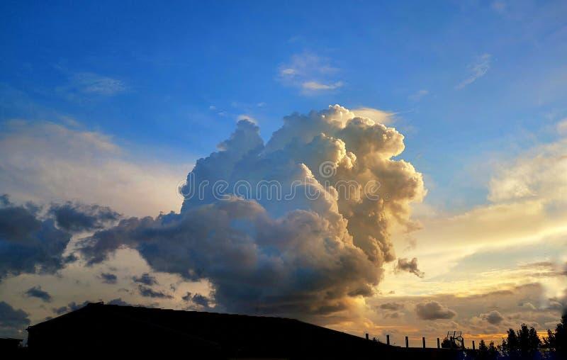 壮观的白色云彩 免版税库存照片