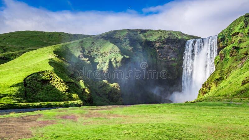 壮观的Skogafoss瀑布,冰岛 免版税库存照片