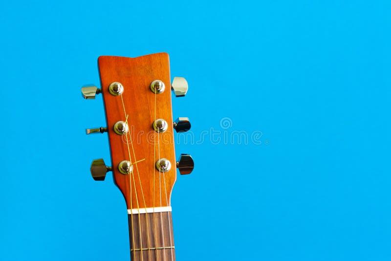 声学吉他题头音乐家六字符串等待 免版税图库摄影