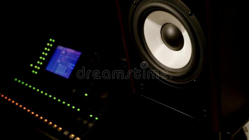 声振动音乐报告人录音室 库存图片