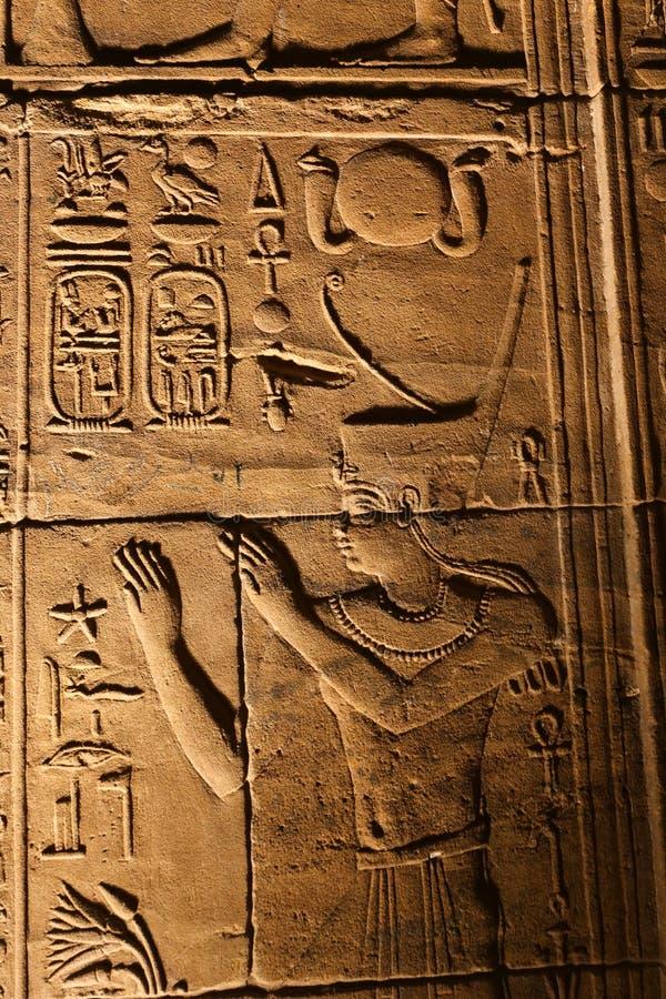 声音和光与象形文字在Isis菲莱,埃及寺庙  库存图片