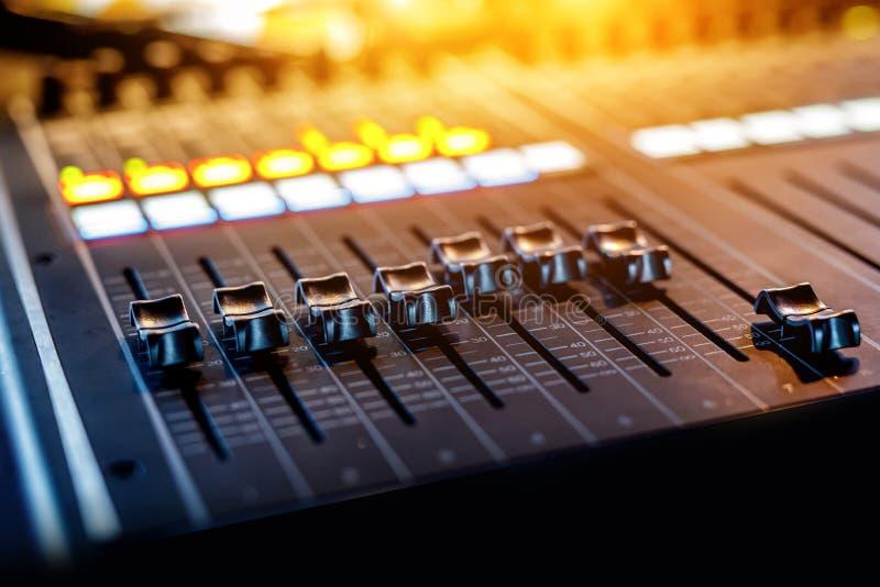 声音设置的远程控制 免版税库存图片