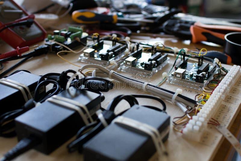 处理在interacti的LED小条电路的连接 免版税库存图片