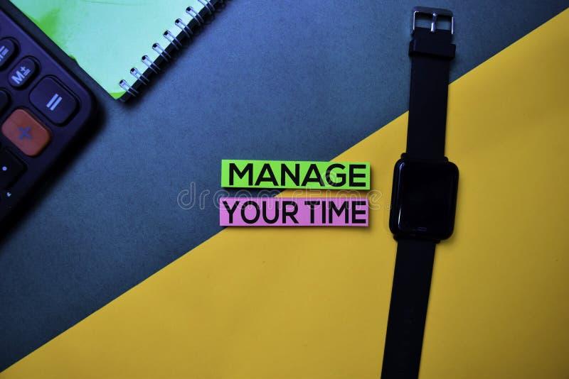 处理您的在顶视图颜色表背景的时间文本 库存照片
