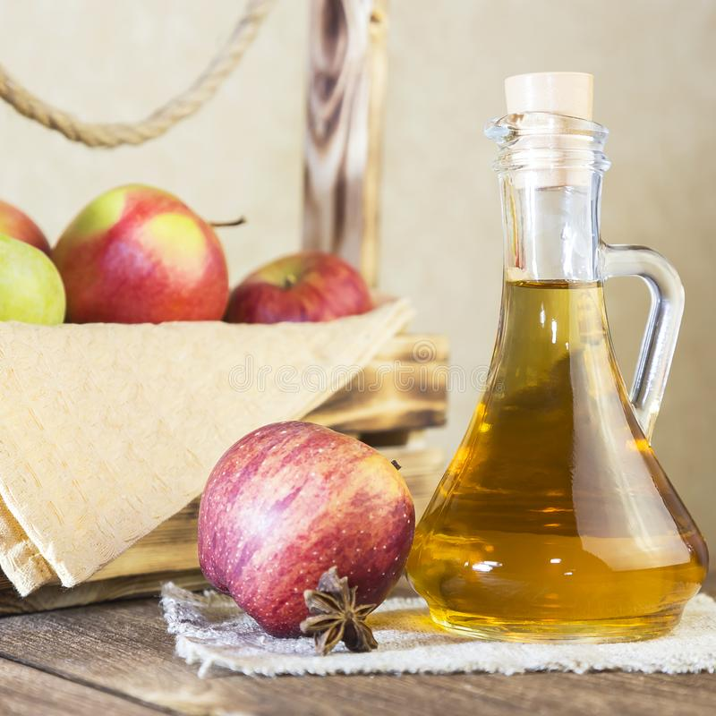 处理红色和绿色苹果一片农业庄稼  自创准备,健康饮食素食食物 加香料的苹果 库存照片