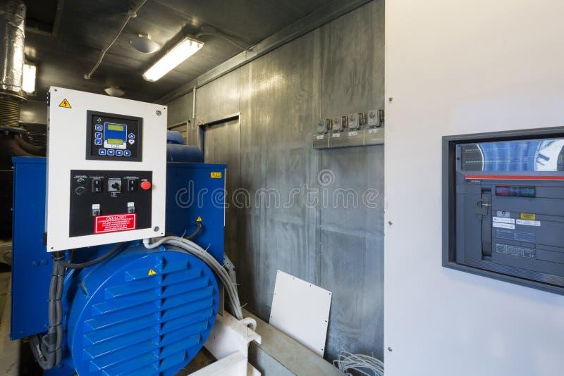 备用力量的工业柴油发电器 库存图片