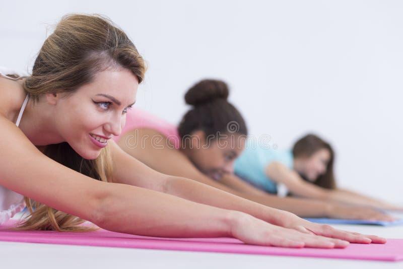 复制与瑜伽女孩的空间 免版税库存照片