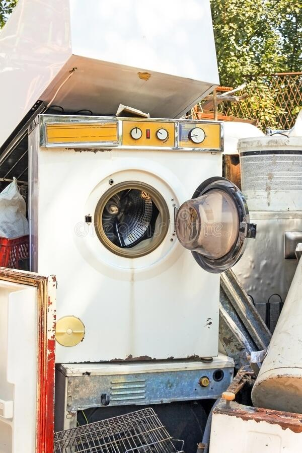 复古洗衣机废电器 免版税库存图片