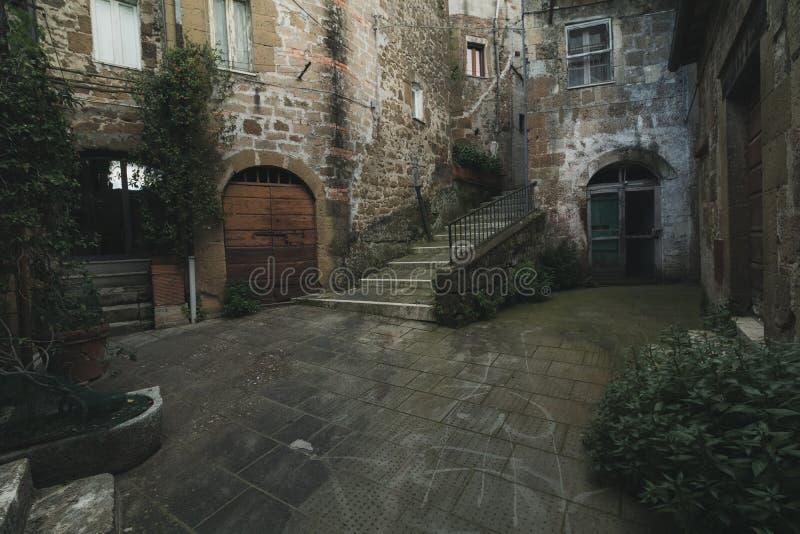 复杂建筑学在老中世纪镇在意大利 库存图片