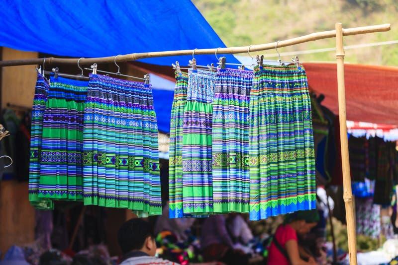复杂花hmong土产部落handycraft在Bac Ha市场上 免版税库存图片