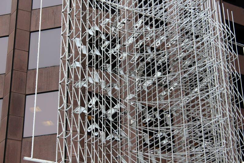 复杂雕塑在城市 免版税图库摄影