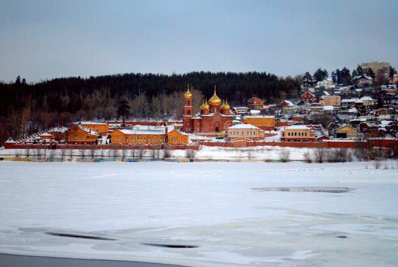复活修道院的全景在一个冷淡的冬天早晨 免版税库存图片