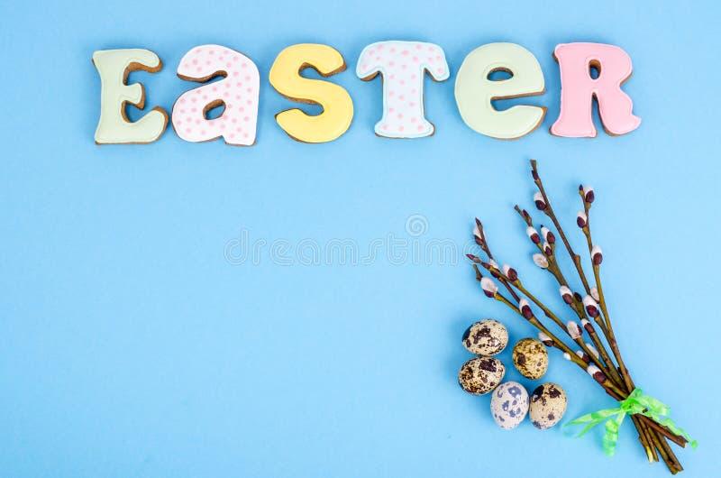 复活节与春天褪色柳枝杈的桌设置 假日背景 免版税库存图片