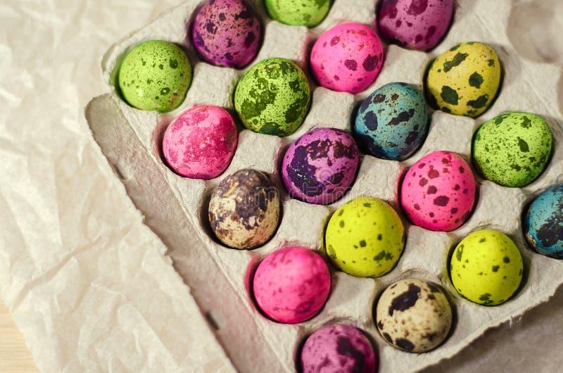 复活节多彩多姿的被洗染的鸡蛋 库存照片