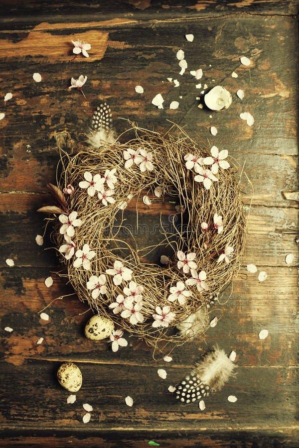 复活节彩蛋花圈 库存照片