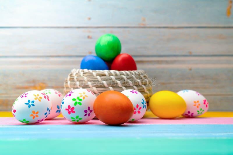 复活节彩蛋,愉快的复活节狩猎假日装饰 库存照片