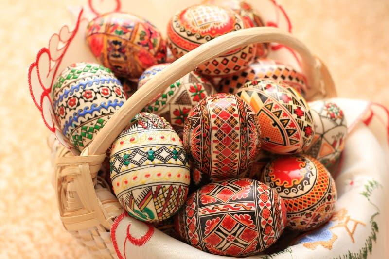 复活节装饰了蛋传统多种颜色 免版税库存照片