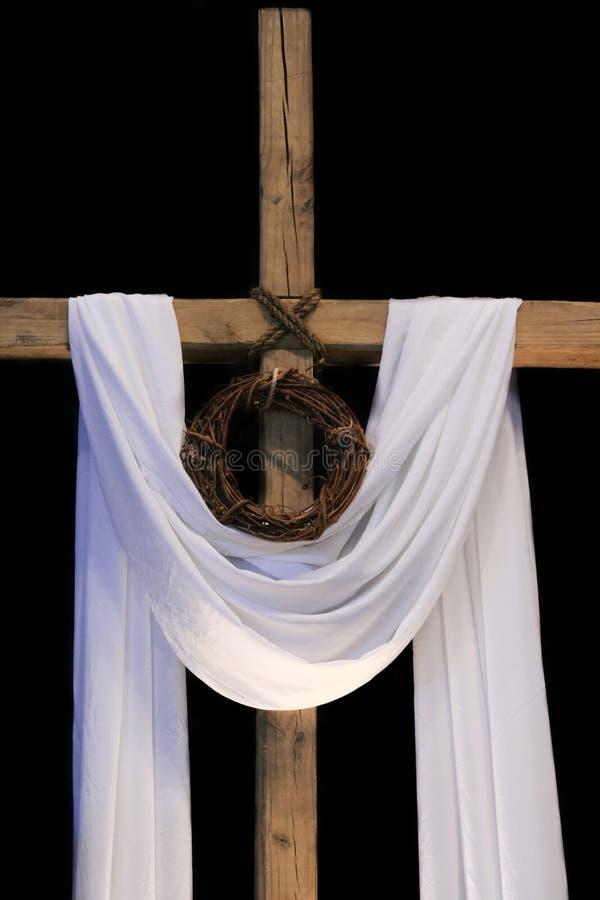 复活节十字架和铁海棠 图库摄影