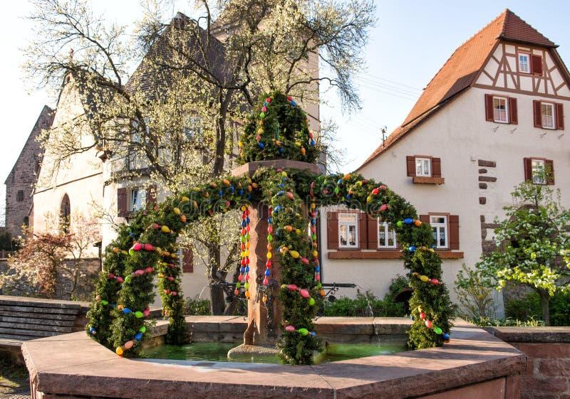 复活节喷泉室外春天德国人装饰 免版税图库摄影