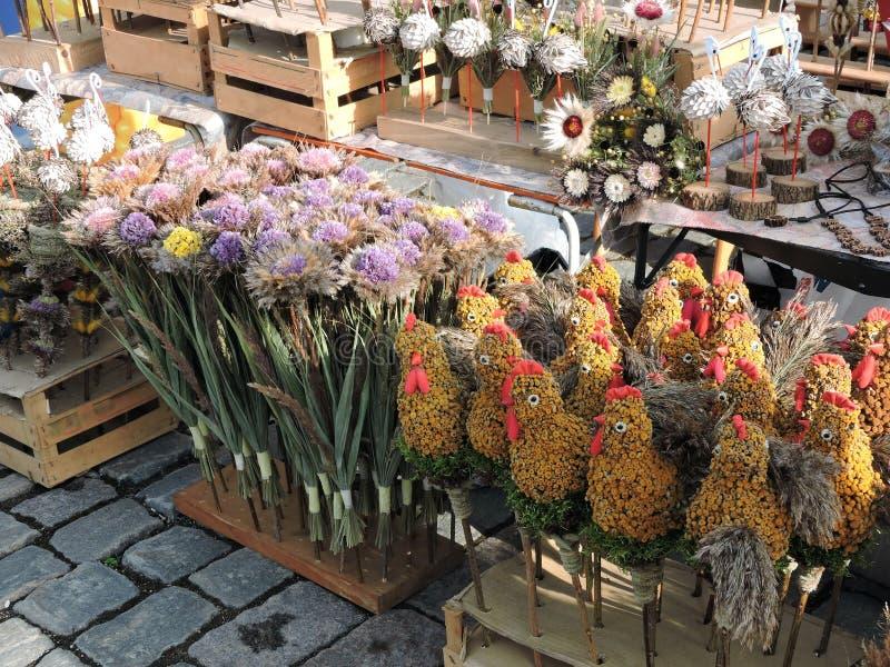 复活节在市场,立陶宛的棕榈销售 免版税库存照片