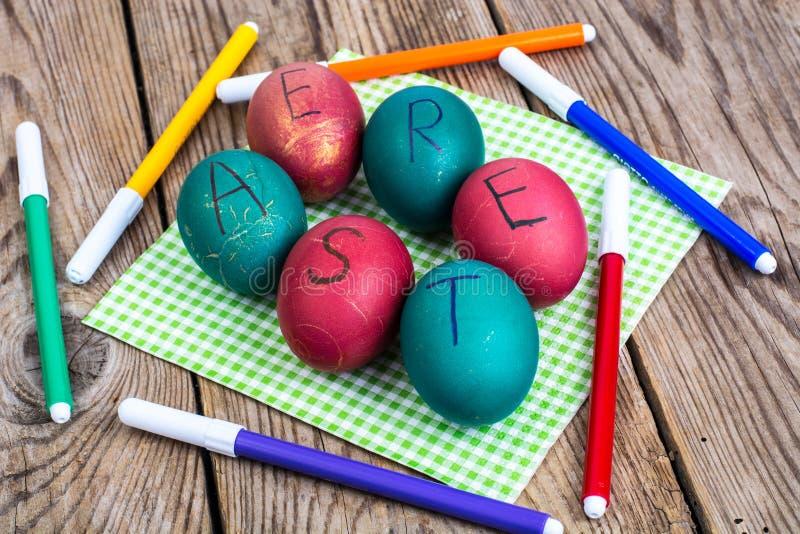复活节彩蛋上色了标志 库存图片