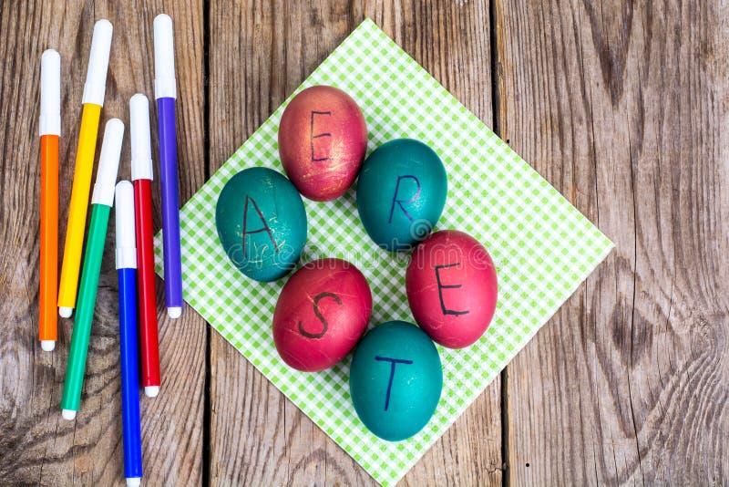 复活节彩蛋上色了标志 免版税库存图片