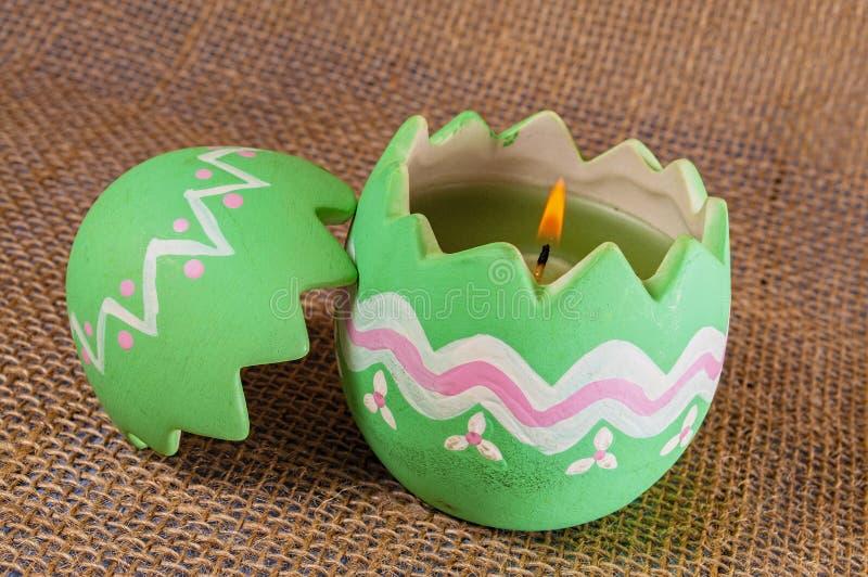 复活节彩蛋蜡烛,火焰 免版税库存照片