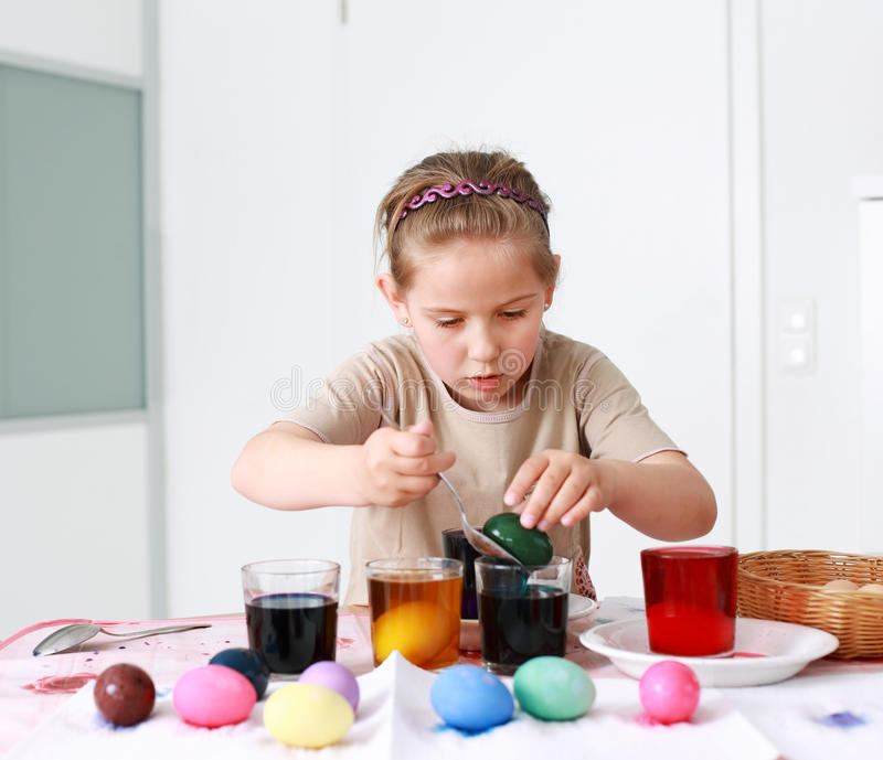 绘画复活节彩蛋 库存图片