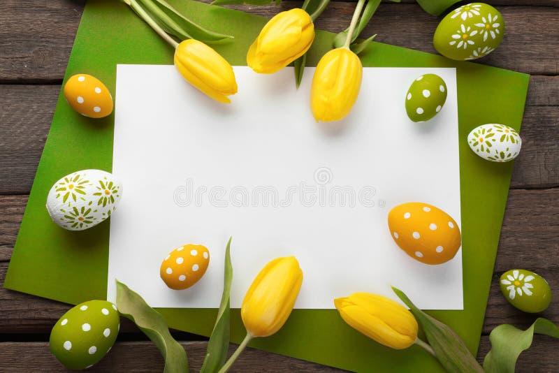 复活节背景用五颜六色的鸡蛋 免版税库存图片