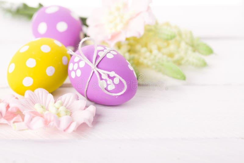 复活节背景用鸡蛋和花 库存照片
