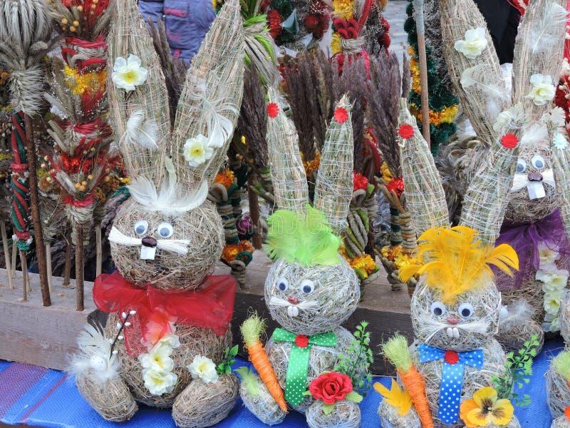 复活节装饰 手工制造兔子和棕榈,立陶宛 库存照片