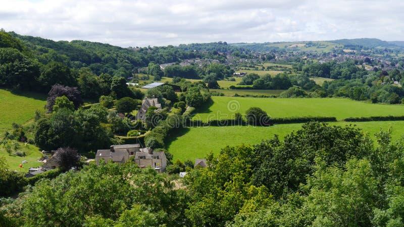 夏令时在Cotswolds英国的风景场面 免版税库存图片