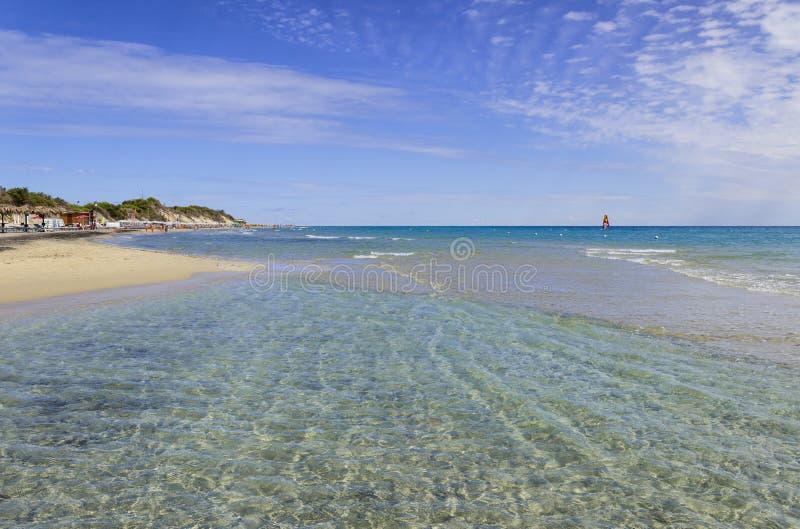 夏令时 最美丽的沙子海滩普利亚:Alimini海湾, Salento海岸意大利莱切 库存照片