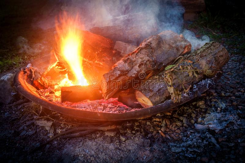 夏令营火坑 库存照片