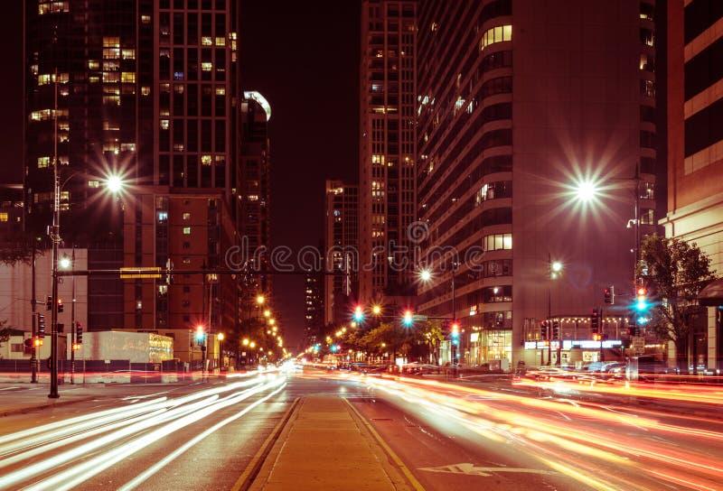 夏夜芝加哥街市街道光  免版税库存照片