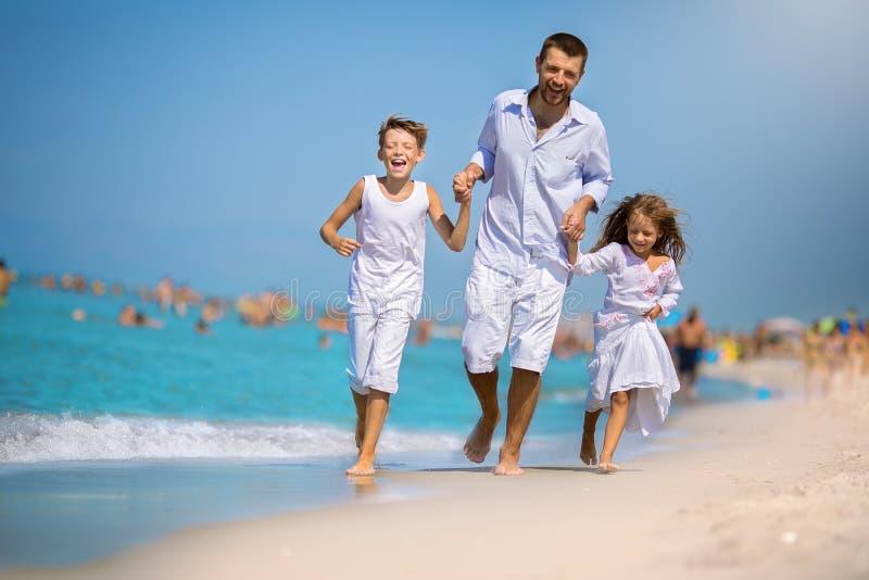 夏天、家庭和假期概念 免版税库存图片
