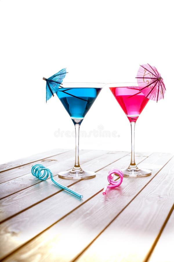 夏天乐趣酒客和非酒精蓝色和桃红色果子cockt 库存照片