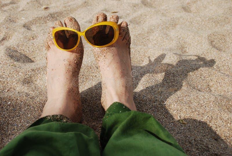 Download 夏天乐趣 库存照片. 图片 包括有 人们, 英尺, 无耻的, 特写镜头, 享用, 海洋, 乐趣, 夏天, 懒惰 - 30337170