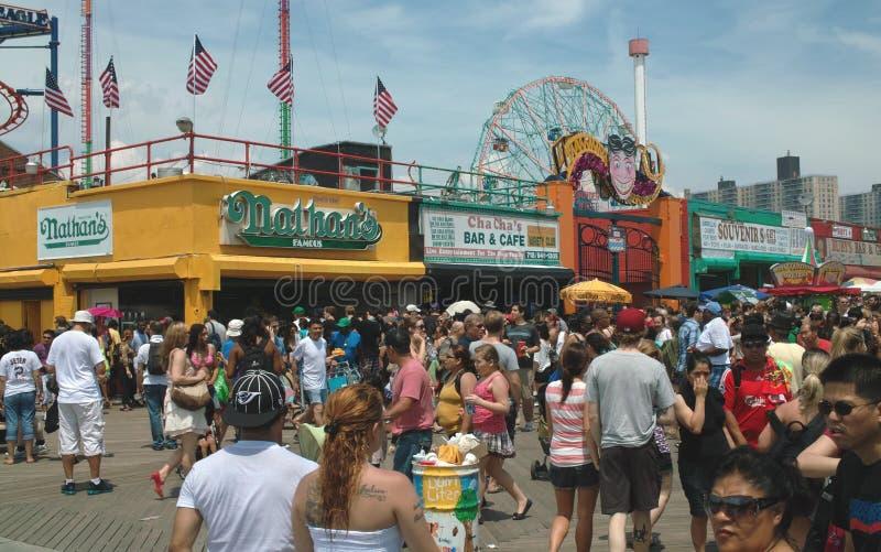 兔子岛假日人群纽约2011年7月 免版税图库摄影