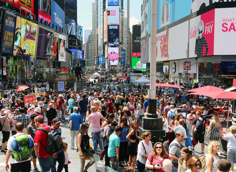 夏天人群在时代广场 免版税图库摄影