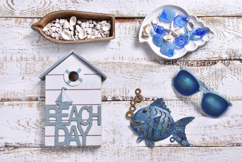夏天休假平展放置与海洋装饰 库存照片