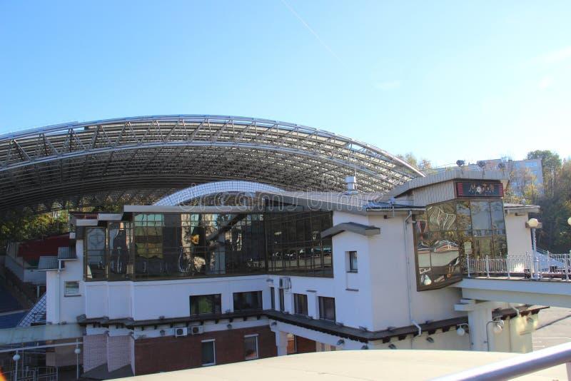 夏天圆形露天剧场在重建前的夏天圆形露天剧场,2007年在前10,000卢布钞票夏天是 库存照片